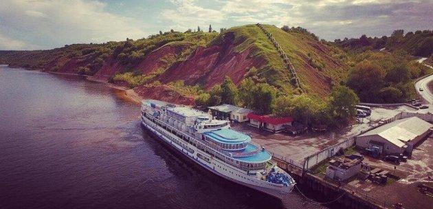 Откриват паметник на хан Котраг над река Волга с директен изглед към град Болгар