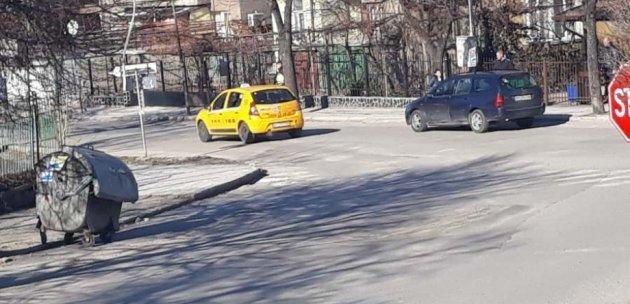Автомобил блъсна дете на пешеходна пътека в Дупница