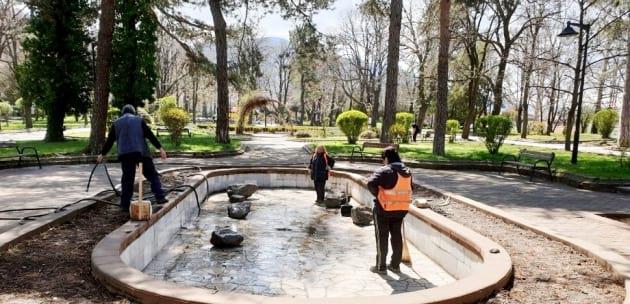 Възстановяват фонтана на Градската градина в Дупница
