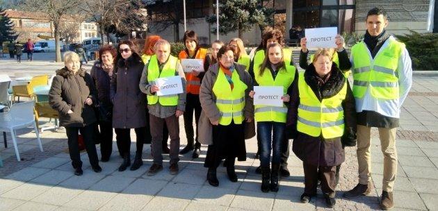 Фармацевти от Дупница излязоха на протест