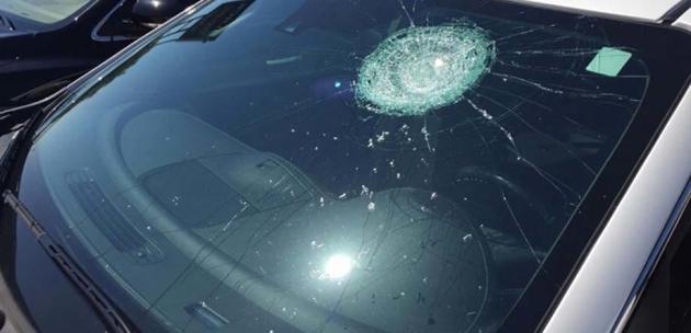 Счупиха стъкло на Мерцедес в Кюстендил