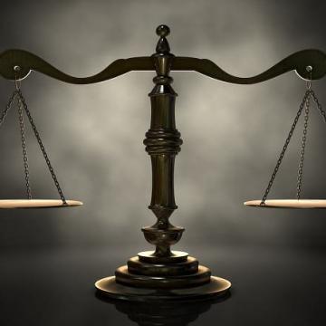 Окръжен съд призна Петър П. за виновен в проявяване на жестокост и причиняване смъртта на 5 коня, и му наложи глоба от 4 500 лв.