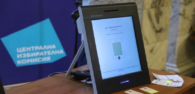 Учебна машина за гласуване монтират на партера на общината