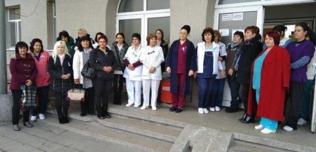 Медицински сестри от Дупница излязоха на протест