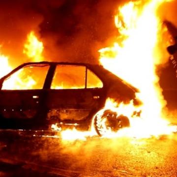 Огнен ад! Изгоряха четири автомобила в село Коняво, още два са с нанесени щети