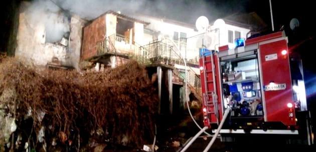Горя къща в квартал Горна махала в Дупница, няма пострадали