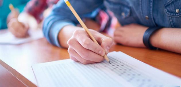 Близо 2000 ученици тръпнат на изпит по БЕЛ в област Кюстендил