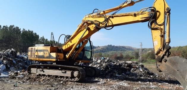 Община Дупница чисти над 500 кубика отпадък под моста на магистралата