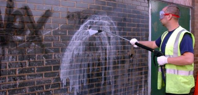 Общината ще отстранява графити от сгради, постройки и паметници