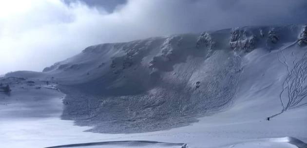 Огромна лавина падна на  Рилските езера