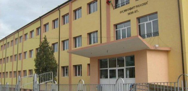 """Търсят нова фирма да построи физкултурен салон в училище """"Неофит Рилски"""""""