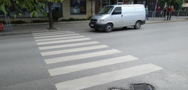 Блъснаха жена на пешеходна пътека в Дупница, пострадалата е с комоцио и фрактура на таза