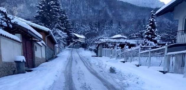 Пътят към детската градина в с. Бистрица се оказа предизвикателство за майките