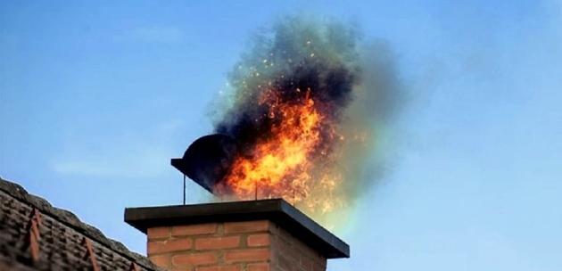 Пожарникари гасиха самозапалил се е комин в Дупница