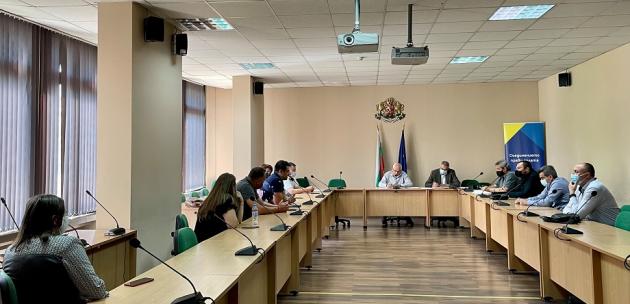 Ресторантьори и  хотелиери  от Кюстендил обсъждат противоепидемичните  мерки с областния управител