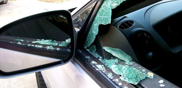 Рязаха гуми в Дупница и чупиха стъкла на автомобили в Кюстендил