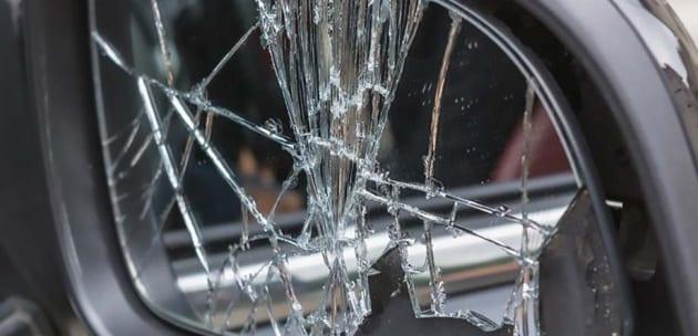 """Счупени огледала и надрани автомобили в кюстендилския квартал """"Румена Войвода"""""""