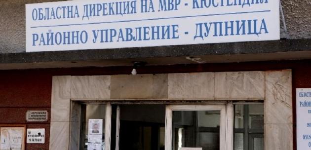 Ауди премаза крака на пешеходец в Дупница и избяга