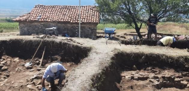 """Подновиха разкопките при """"Св. Спас"""", откриха монети и керамика"""