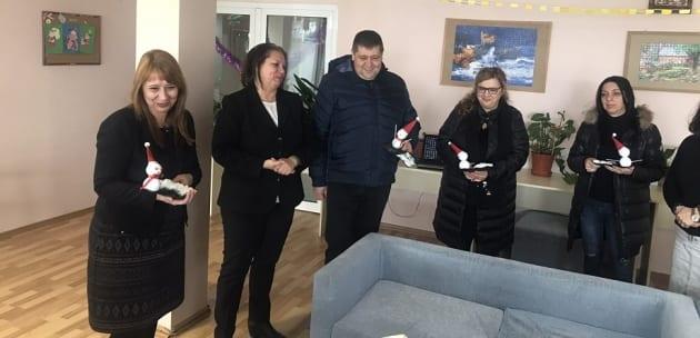 Предколедни подаръци получиха деца с увреждания от Дупница