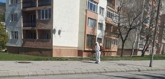 Дезинфектират улиците и зелените площи в Дупница