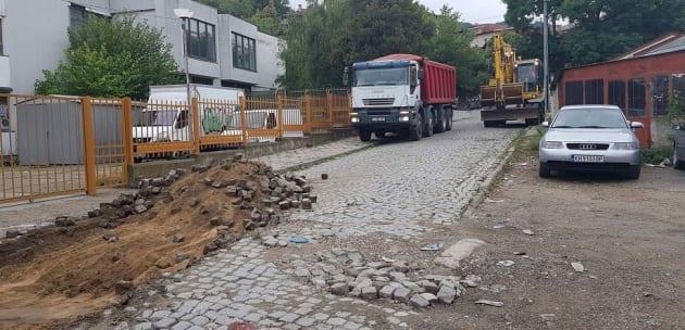 Асфалтират дупнишка улица, която не е ремонтирана от 60 г.