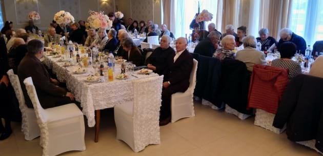 Двойки от Дупница с 50 и 60 години семеен живот подновиха обетите си за вярност (+АУДИО)