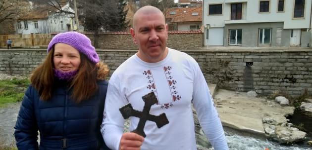 Георги Димитров спаси богоявленския кръст в Дупница (+АУДИО)