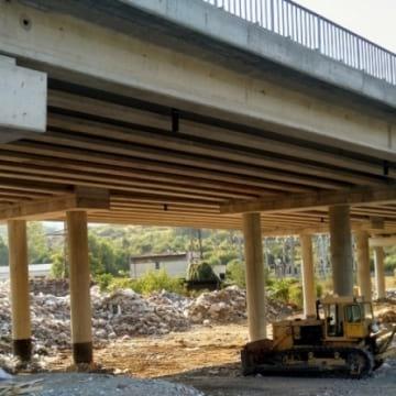 Община Дупница търси площадка, която да приеме натрупаните суровини под моста на магистралата (+АУДИО)