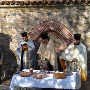В Дупница почетоха Св. Харалампий до основите на църква от преди 500 г. (+АУДИО)