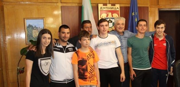 Шампионите на Дупница се обединяват (+АУДИО)